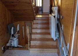 Winda schodowa Platyna oraz platforma przyschodowa połączyły górną i dolną kondygnację w domu
