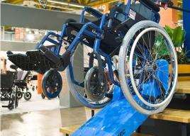 Schodołaz gąsienicowy T09 dla osób na wózkach inwalidzkich z dużymi tylnymi kołami