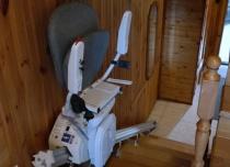Winda schodowa - krzesełko przyschodowe łączy dolną kondygnację budynku
