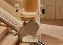 Krzesełko schodowe z torem prostym wzdłuż schodów