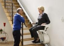 Krzesełka schodowe Home przywracają samodzielność i dom bez barier schodowych