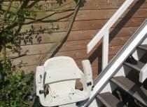 Postój krzesełka schodowego na dolnym przystanku