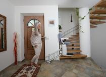 Krzesełko schodowe Alfa z torem krętym, dopasowanym do Twoich schodów