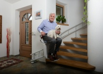 Windy schodowe Alfa to krzesełka schodowe z torem krętym, dopasowanym do kształtu Twoich schodów