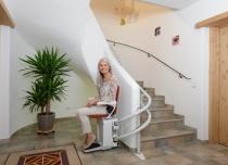 Zapomnij o codziennej wspinaczce po schodach. Nasza winda schodowa Alfa zrobi to za Ciebie!