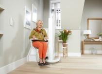 """Płynną jazdę krzesełka schodowego zapewnia funkcja """"gładki start i stop"""""""