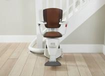 W zależności od preferencji klienta jesteśmy w stanie wykonać krzesełko na przykład w indywidualnym kolorze obicia tapicerki lub kolorze prowadnicy szyny