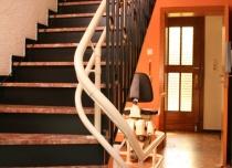 Tor jazdy krzesełka schodowego Hawle może mieć dowolny kształt, dopasowany do Twoich schodów