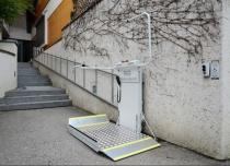 Platformy schodowe przeznaczone do pracy w trudnych warunkach zewnętrznych są dodatkowo zabezpieczone antykorozyjnie