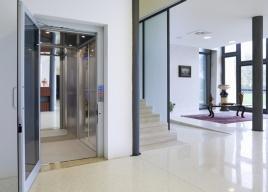 Platformy pionowe mają powszechne zastosowanie w domach prywatnych służąc jako windy domowe