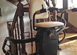 Jeśli chodzi o kolor wykonania obicia tapicerki i szyny jezdnej producent krzesełek zostawią wolną rękę klientowi