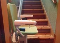 Parkowanie windy schodowej na wprost schodów
