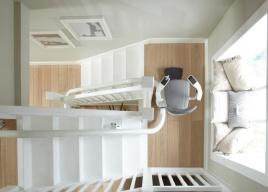 W windzie schodowej Flow producent proponuje użytkownikom zakrzywione podłokietniki dla lepszej ergonomii podczas jazdy