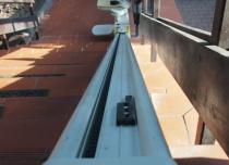 Zastosowanie pojedynczej szyny jezdnej występuje najczęściej przy krzesełkach schodowych z prostym torem jazdy