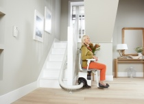 Parking i postój krzesła schodowego na dolnym przystanku