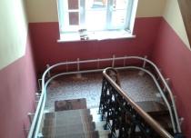 Winda schodowa widok montażu na schodach